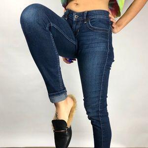 🌻Guess dark wash skinny jeans